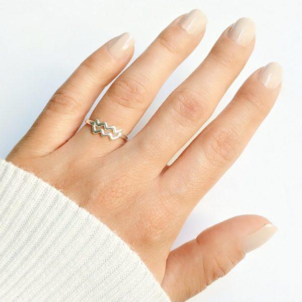 anillo acuario mano